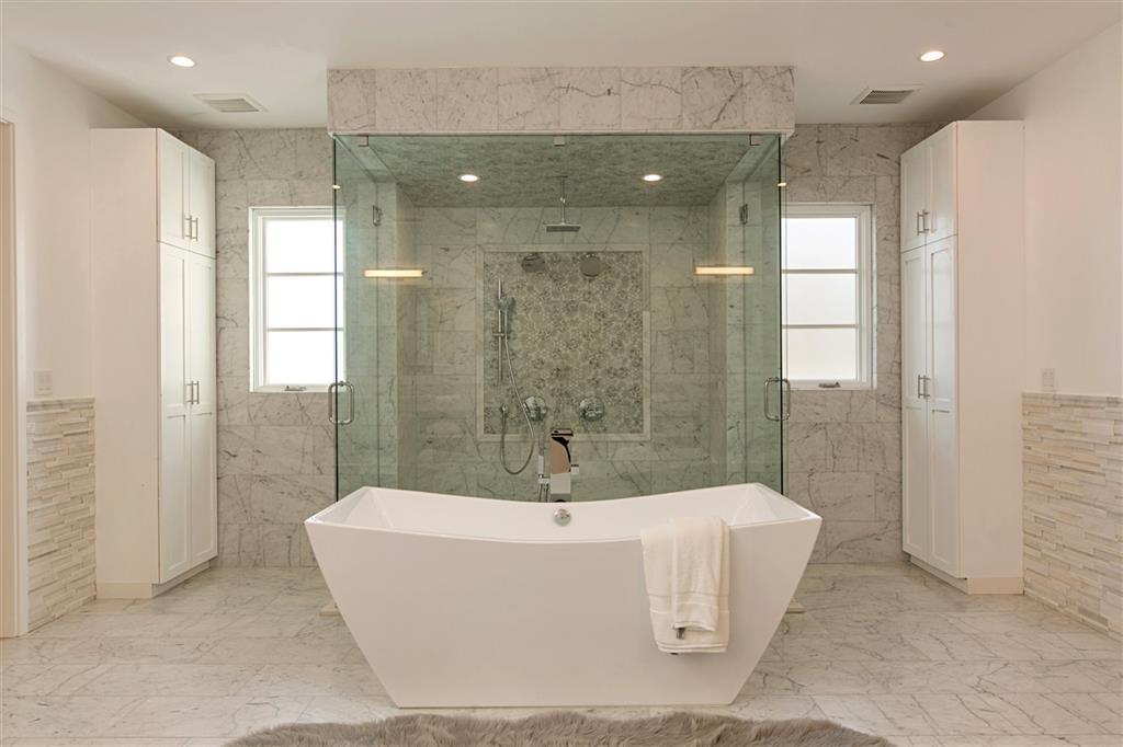 Rio Vista 2 Bath.JPG