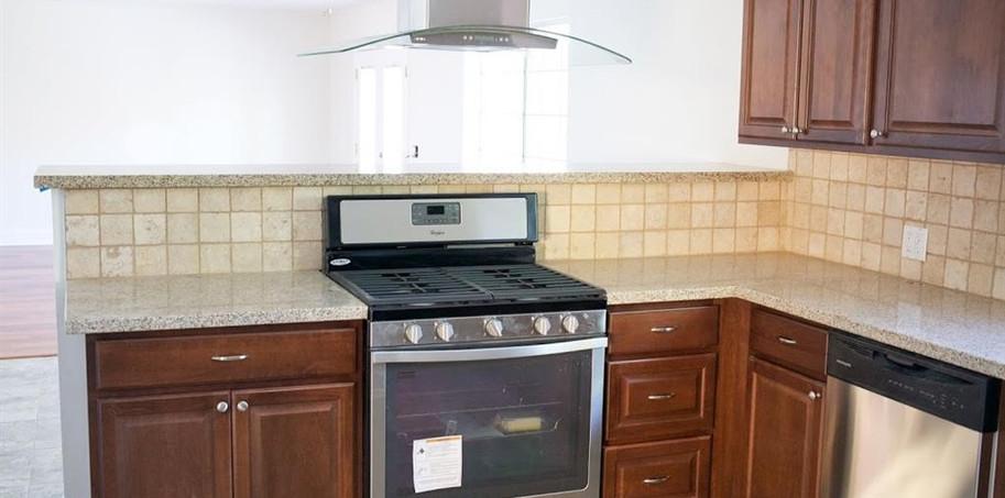 14218 Myrtle Kitchen 2.JPG