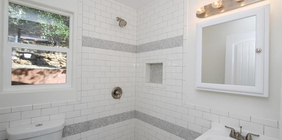 15575 Oakvale Bath.JPG