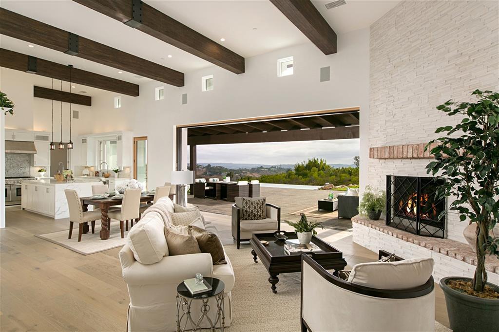 Rio Vista 2 fireplace.JPG