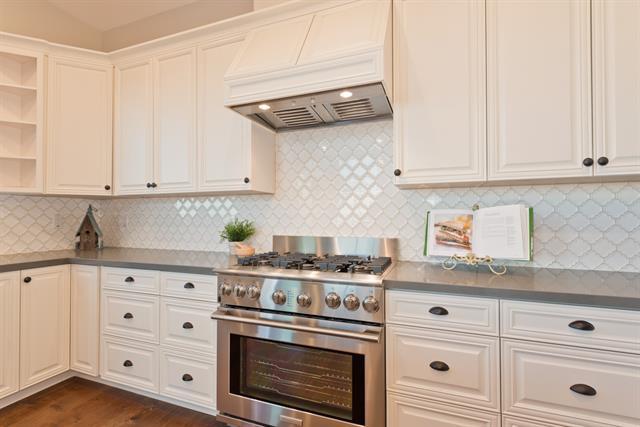 11590 Mesa Verde Drive Kitchen oven.JPG