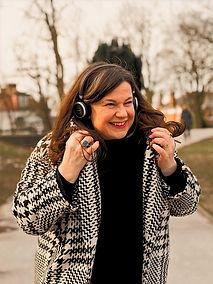Amanda%20Brock-headshot%20smile_edited.j