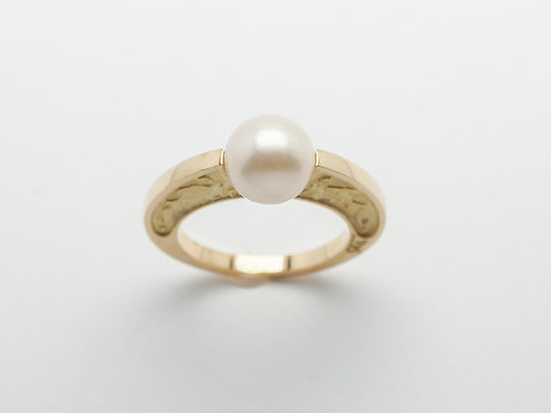 18 karat yellow gold pearl ring