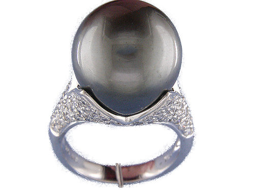18 karat white gold Tahitian pearl and diamond ring