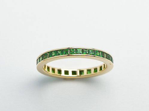 18 karat yellow gold tsavorite garnet eternity band