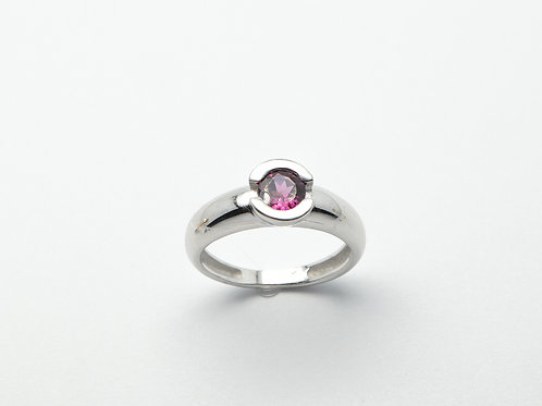 18 karat white gold garnet ring