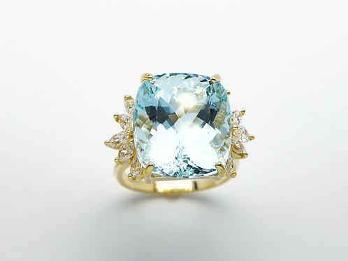 18 karat yellow gold aquamarine and diamond ring