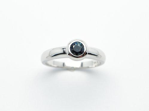 14 karat white gold sapphire ring