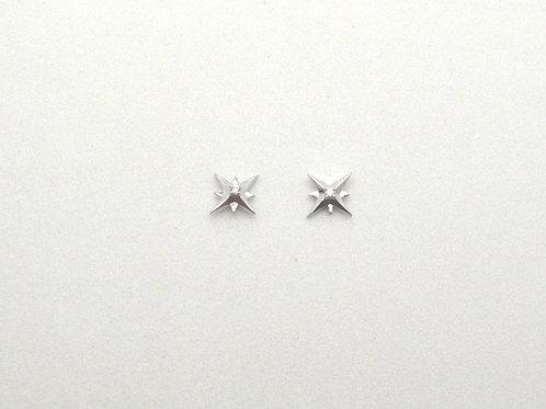 14 karat white gold diamond star earrings