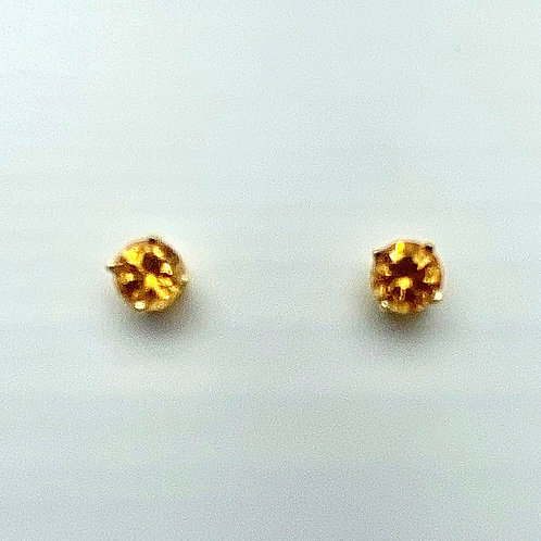 14 Karat Yellow Gold Garnet Earstuds