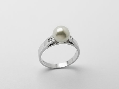 14 karat white gold pearl and diamond ring