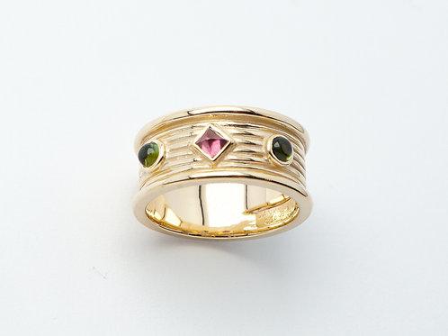 14 karat yellow gold tourmaline ring