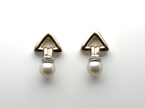 14 karat yellow gold pearl and diamond earrings