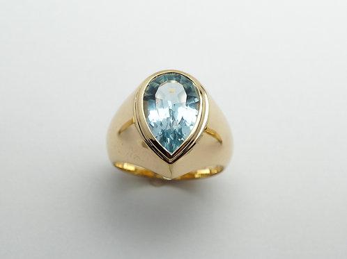 14 karat yellow gold blue topaz ring