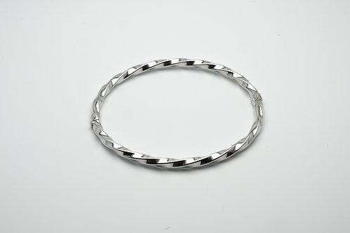 18 karat white gold bangle bracelet