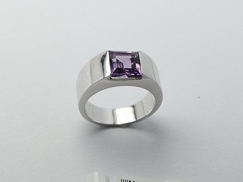 14 karat white gold amethyst ring