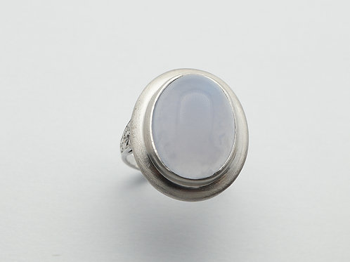 14 karat white gold chalcedony ring