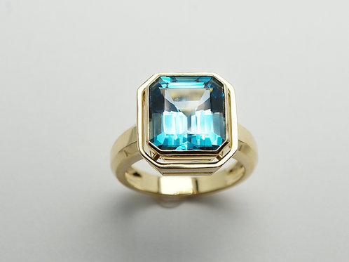 18 karat yellow gold blue topaz ring