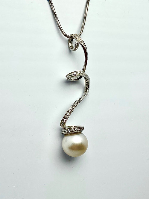 18 karat white gold South Sea pearl and diamond necklace