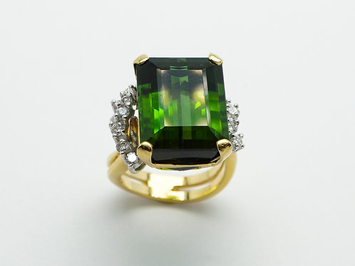 18 karat yellow gold and white gold green tourmaline and diamond ring