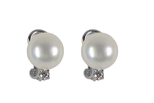 18 karat white gold pearl earrings with diamonds