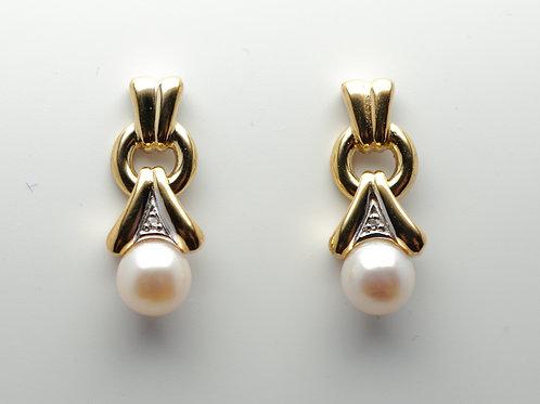 14 karat yellow gold pearl and diamond earrings