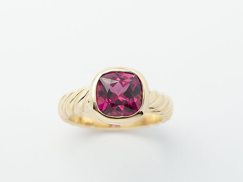 14 karat yellow gold rhodolite garnet ring