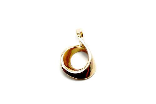 14 karat yellow gold pendant