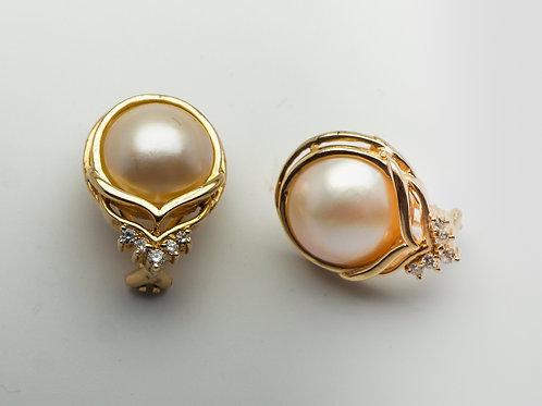 14 karat yellow gold mobe' pearl and diamond earrings