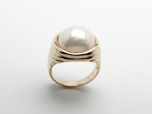 14 karat yellow gold Mabe' pearl ring