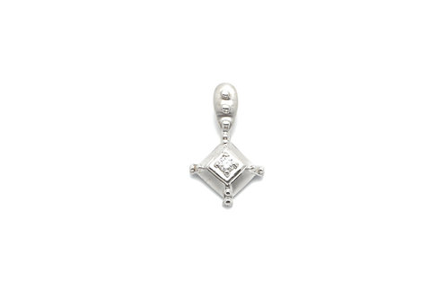 14 karat white gold diamond pendant