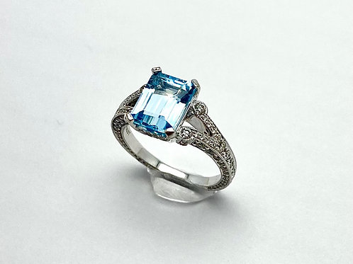 18 Karat White Gold and Blue Topaz Ring