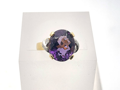 18 karat yellow gold and white gold amethyst and diamond ring