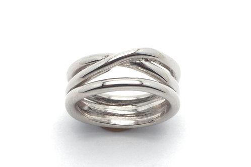 14 karat white gold ring