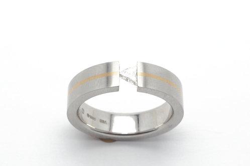 Platinum and yellow gold diamond ring
