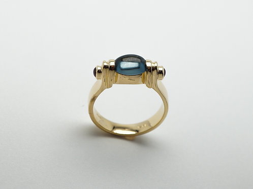 18 karat yellow gold blue topaz and ruby ring