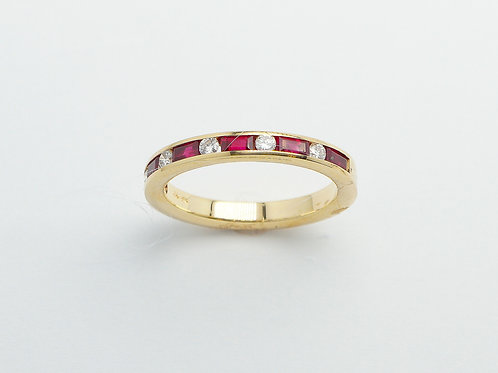 18 karat yellow gold ruby and diamond band