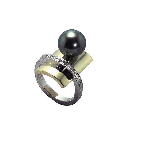 18 karat white gold and yellow gold Tahitian pearl and diamond ring