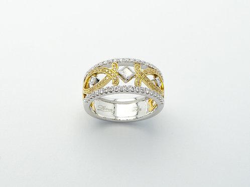 18 karat white gold and yellow gold diamond ring
