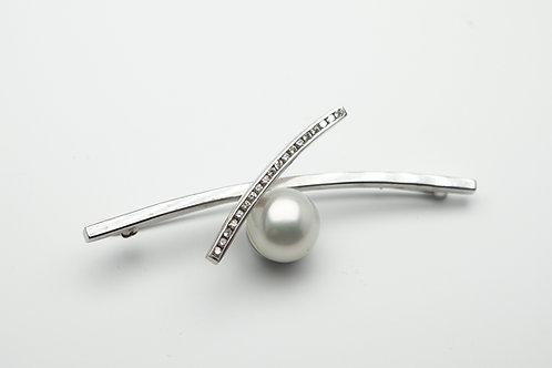 14 karat white gold pearl and diamond pin