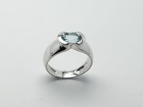 18 karat white gold blue topaz ring