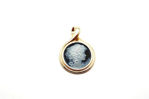 18 karat yellow gold blue cameo pendant