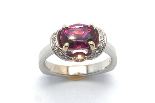 18 karat white gold and yellow gold spinel and diamond ring