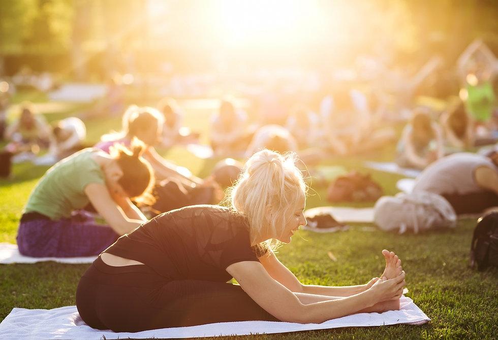 Yoga all'aperto solstizio d'estate.jpg