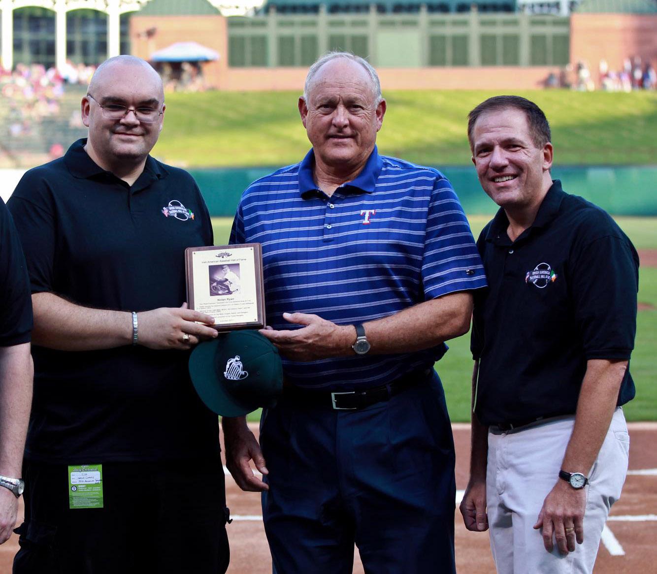 Nolan Ryan accepts IABHOF plaque in Texas