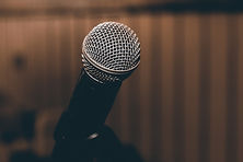 microphone-1206362_1920.jpg