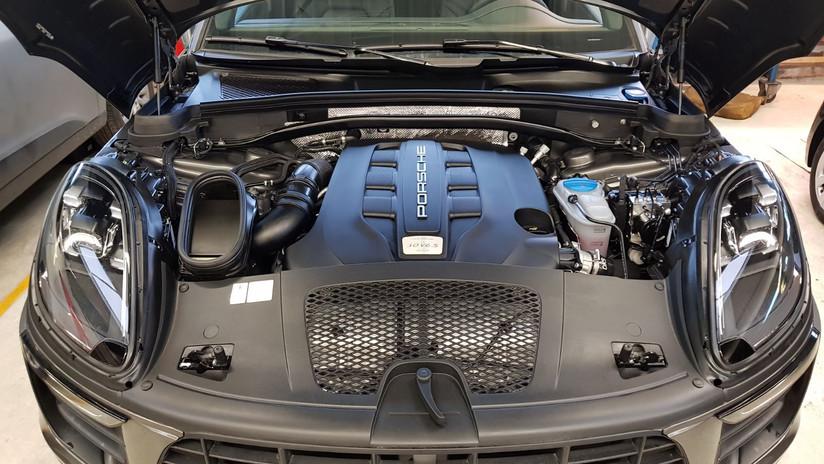 A-website porsche motor.jpg