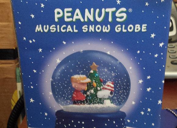 Peanuts Snow Globe
