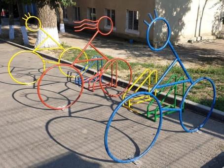В Комрате начали устанавливать велопарковки