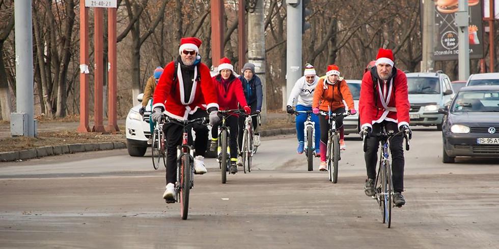 Moș Crăciun pe bicicletă